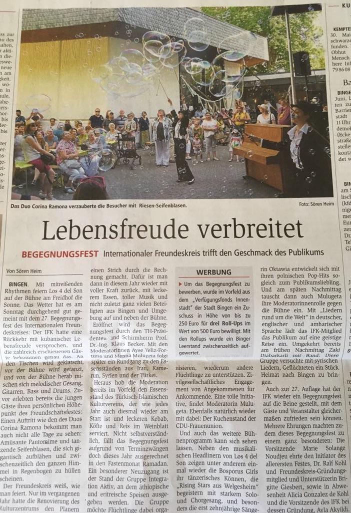 Performance Show Zeitung