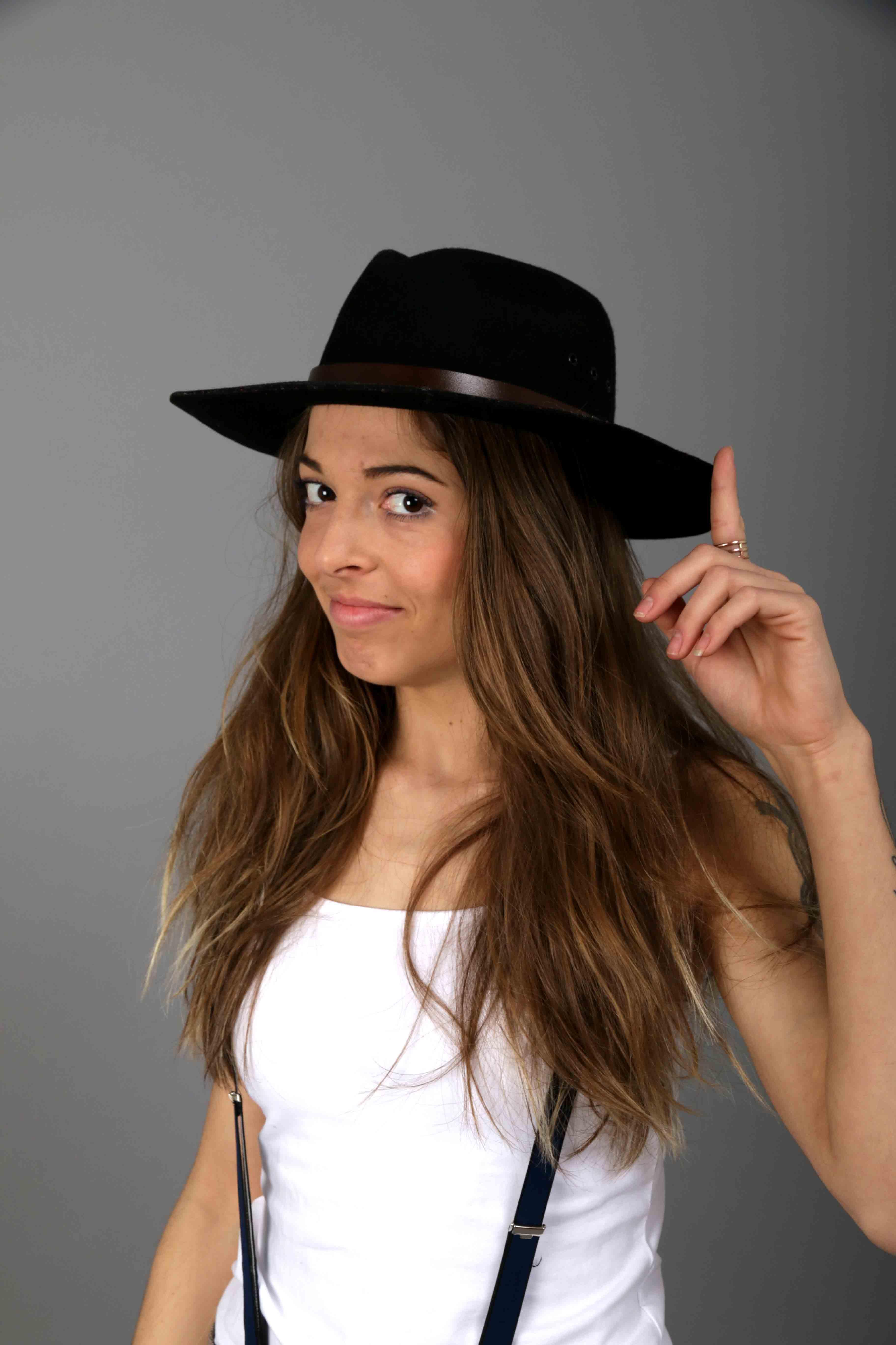 Model Cowgirl